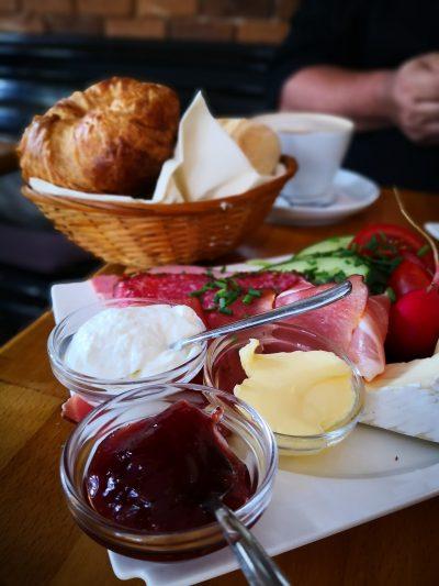 Ein leckeres Frühstück im Hotel Friesenhuus in Greetsiel.